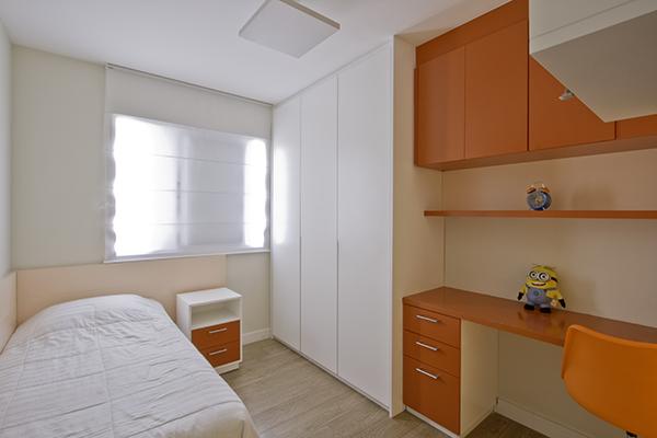 Dormitório e armário em laca colorida, armário em laca sob medida, dormitório funcional, móveis planejados sob medida, quarto jovem sob medida
