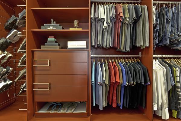 Armários planejados sob medida, closet laca vermelho, móveis planejados sob medida