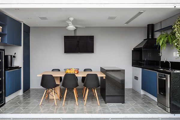 cozinha planejada, churrasqueira, churrasqueira da cobertura, projeto metamorfose, cozinha azul, churrasqueira completa com adega e frigobar